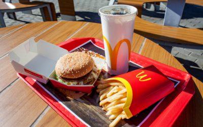 """麦当劳启用新的""""环保""""餐具,结果变得更不环保"""